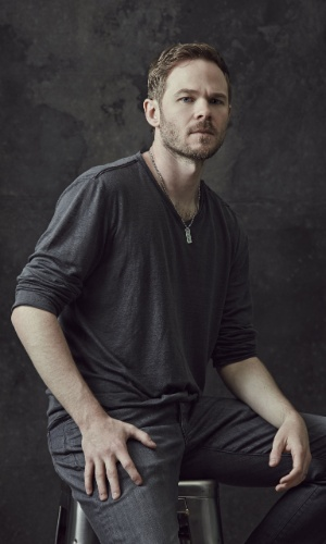 "Shawn Ashmore é o detetive Mike Weston em ""The Following"". A segunda temporada da série estreia no dia 31 de janeiro no Warner Channel"