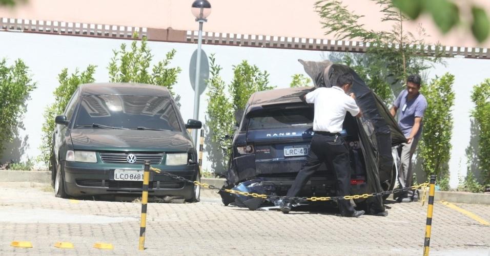 31.jan.2013 - Após acidente, carro de Isis Valverde é flagrado no pátio do apartamento do amigo da atriz, Biel Maciel