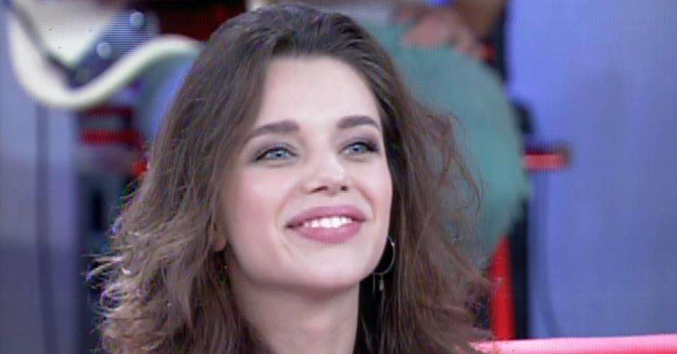 """31.jan.2014 - Bruna Linzmeyer fala sobre """"Amor à Vida"""" no """"Encontro Com Fátima Bernardes"""""""