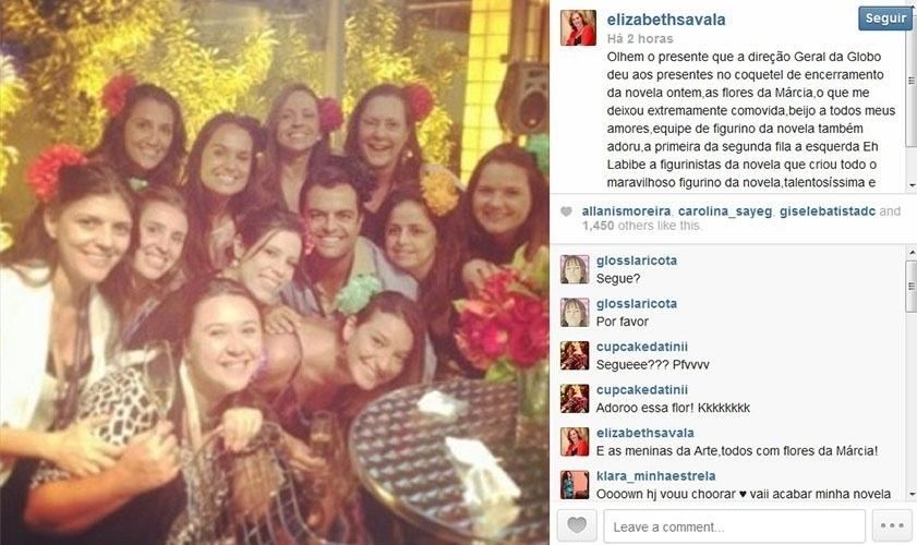 31.jan.2014 - Globo presenteia equipe de