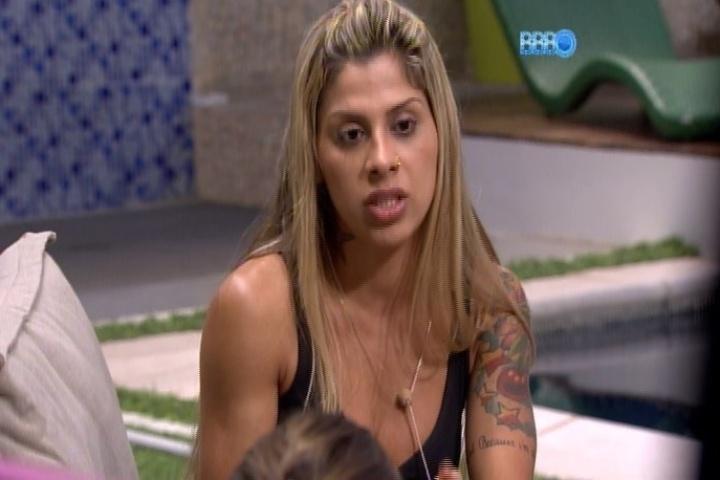 31.jan.2014 - Vanessa revela para Angela e Leticia que quis se matar na adolescência, mas encontrou nos animais um sentido para a vida