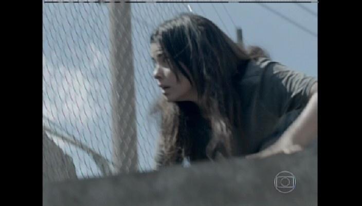 Aline tenta fugir