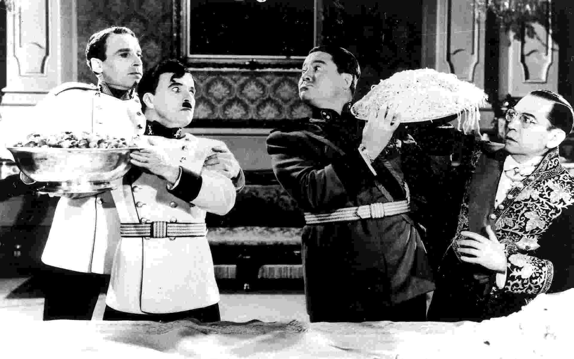 """Carlitos em cena de """"O Grande Ditador"""", de 1940 - Folhapress"""