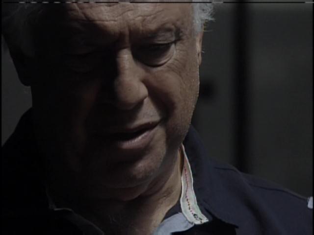 César confronta Aline na prisão
