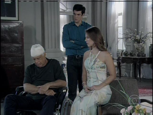 César conta do acidente sofrido pela mãe de Aline