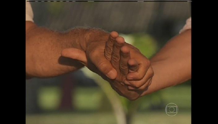 César e Félix se dão as mãos