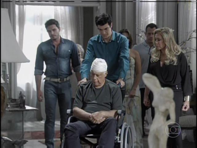 César é levado para casa de Pilar