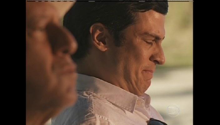 Félix chora ao ouvir delcaração de César