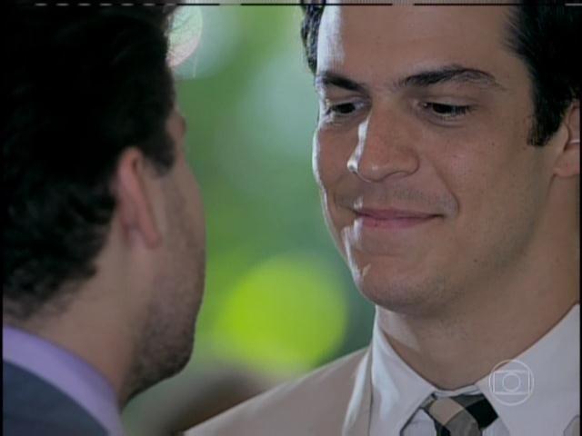 Félix convida Niko para viver com ele