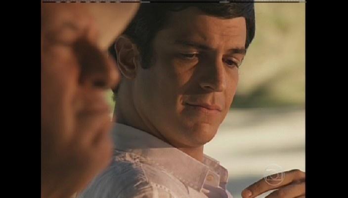 Félix diz a César que o ama