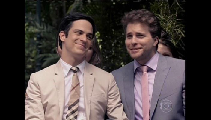 Félix e Niko se emocionam com casamento de Paloma