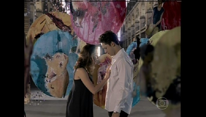 Linda e Rafael se beijam