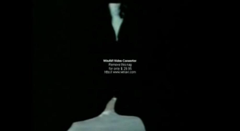 """""""Mãe de Santo"""" (1990): Minissérie de Paulo César Coutinho, exibida pela Rede Manchete. Lúcio e Rafael, um casal homossexual interpretado pelos atores Raí Alves e Daniel Barcellos, respectivamente, beijam-se na boca em cena"""