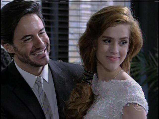 Natasha e Thales se casam