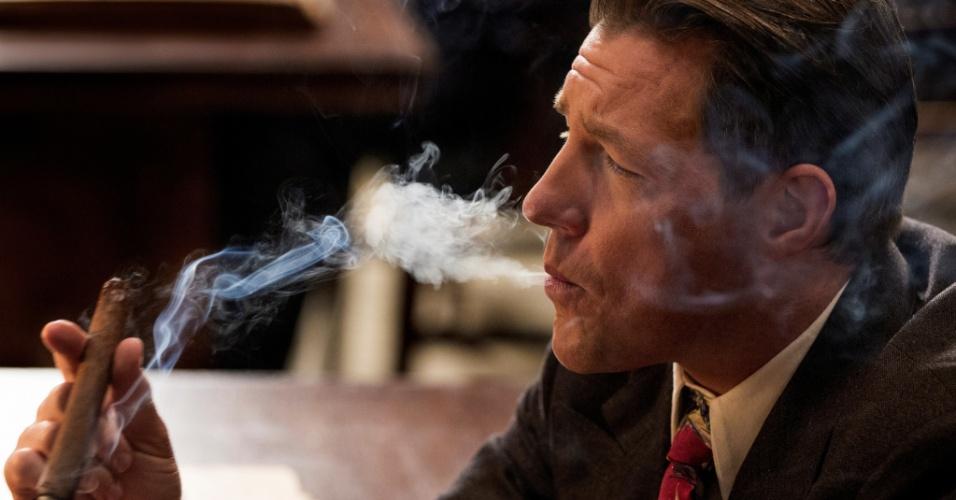 """O ator Edward Burns em cena da série """"Mob City"""", que estreia no canal TNT"""
