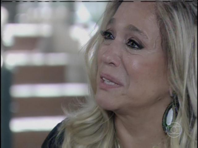 Pilar chora e diz que via Mariah no rosto de Paloma