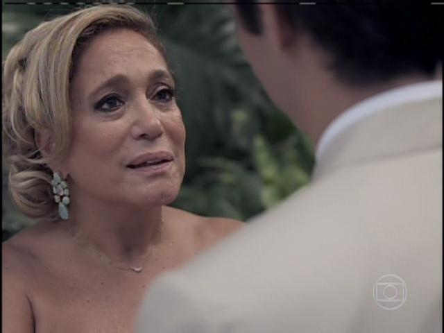 Pilar fica emocionada com pedido de Félix
