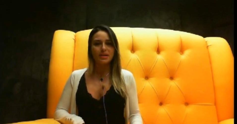 01.fev.2014 -Leticia reclama de Aline e responde pergunta de Bial no raio-x