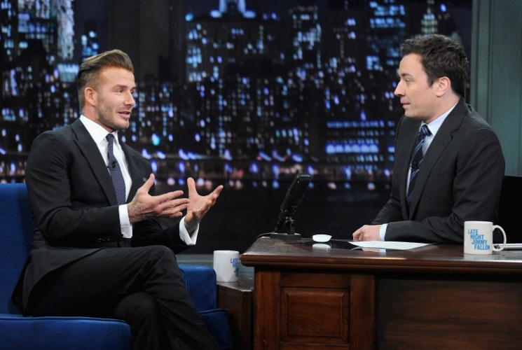 "31.jan.2014 - O ex-jogador de futebol inglês David Beckham participa do programa ""Late Night With Jimmy Fallon"", no Rockfeller Center, em Nova York"