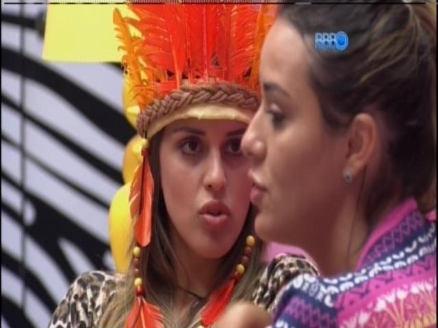 02.fev.2014 - Letícia conta para Angela que ficou com Junior