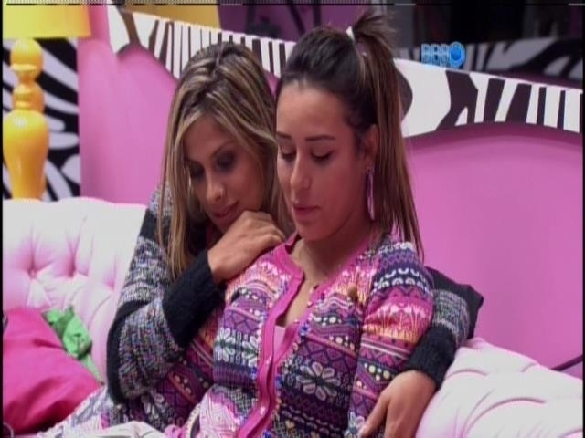 02.fev.2014 - Vanessa e Clara dão conselhos para Letícia conquistar Junior