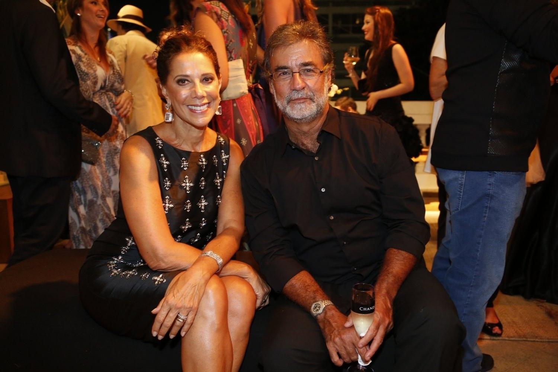 2.fev.2014 - Ângela Vieira e o marido, Miguel Paiva, na festa da novela