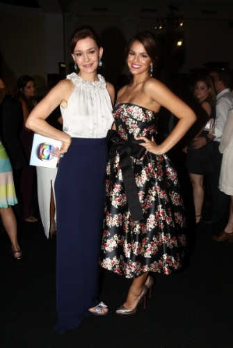 2.fev.2014 -Julia Lemmertz e Bruna Marquezine na festa da novela