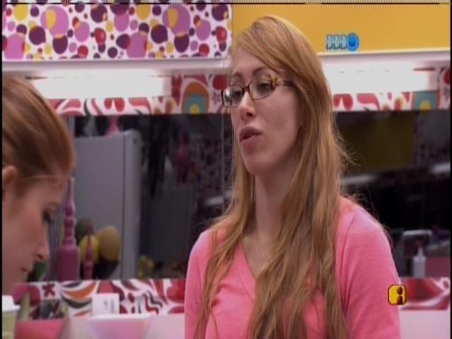 03.fev.2014 - Aline a Amanda conversam sobre o paredão