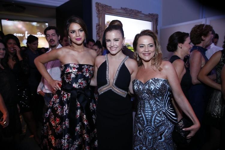 """2.fev.2014 -  Bruna Marquezine, Alice Wegmann e Viviane Pasmanter na festa da novela """"Em Família"""""""