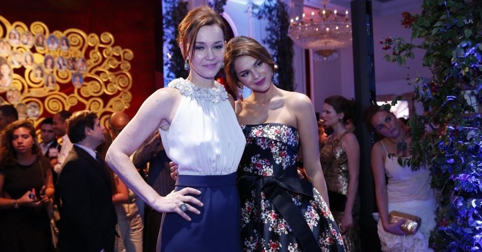 2.fev.2014 - Julia Lemmertz e Bruna Marquezine na festa da novela