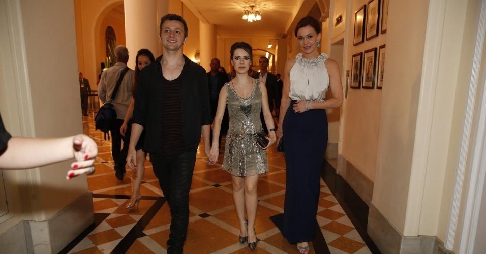 2.fev.2014 - Lucas Lima, Sandy e Julia Lemmertz na festa da novela