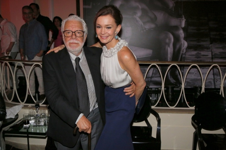"""2.fev.2014 - Manoel Carlos posa com Julia Lemmertz, sua última Helena na festa da novela """"Em Família"""""""