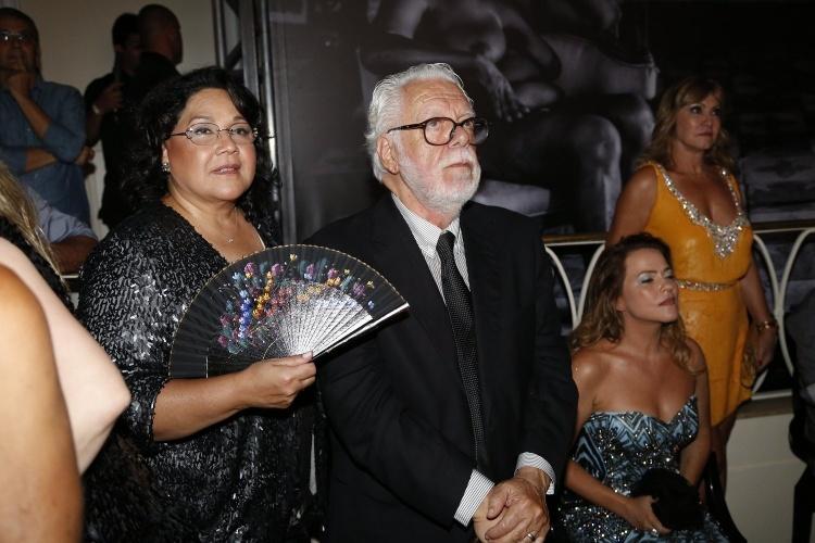 """2.fev.2014 - O autor Manoel Carlos e sua mulher, Beth, na festa da novela """"Em Família"""""""