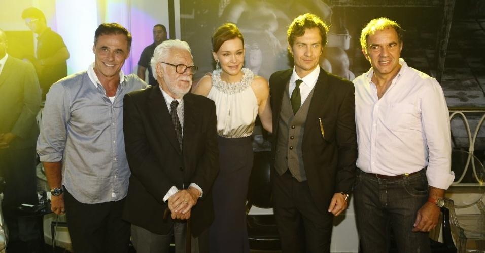 2.fev.2014 - Oscar Magrini, Manoel Carlos, Julia Lemmertz, Gabriel Braga Nunes e Humberto Martins na festa da novela