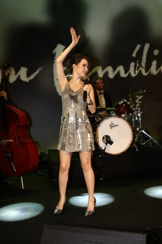 """2.fev.2014 - Sandy canta na festa da novela """"Em Família"""""""