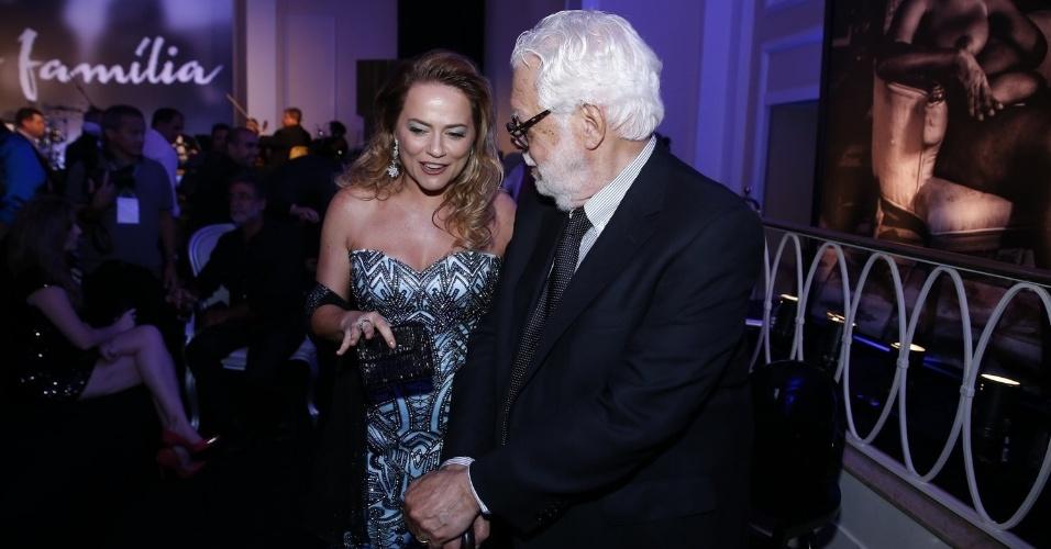 2.fev.2014 - Viviane Pasmanter e Manoel Carlos na festa da novela
