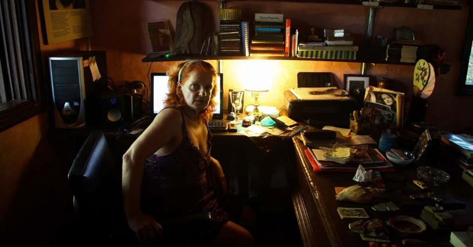 3.fev.2014 - Olga Bilenky, pintora que administra a Chácara Casa do Sol, onde morou a escritora Hilda Hilst, no Parque Xangrilá, em Campinas