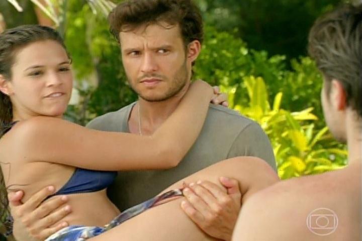 3.fev.2014 - Ciumento, Laerte não gosta de ver Helena com Virgílio