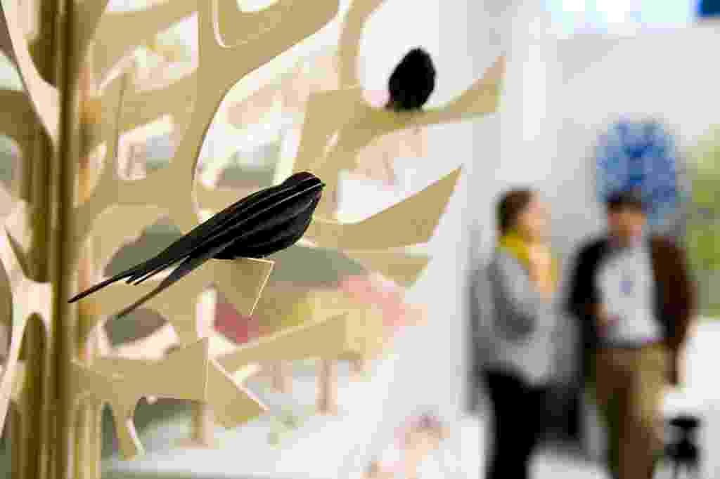 A empresa finlandesa Lovi faz objetos de madeira e compensado para descoração. As árvores, bichinhos e mimos fofos são desenhados por Anne Paso e foram expostos na sessão dedicada aos acessórios na Maison et Objet. Feira bianual de design e decoração que acontece em Paris nos meses de janeiro e setembro - Anne-Emmanuelle Thion/ Divulgação