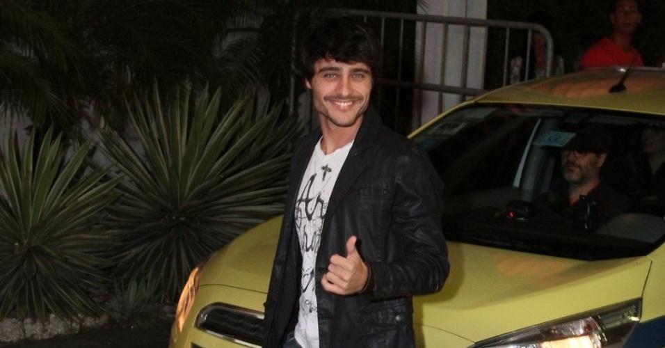 """03.fev.2014-  Guilherme Leicam chega para conferir estreia de """"Em Família"""""""