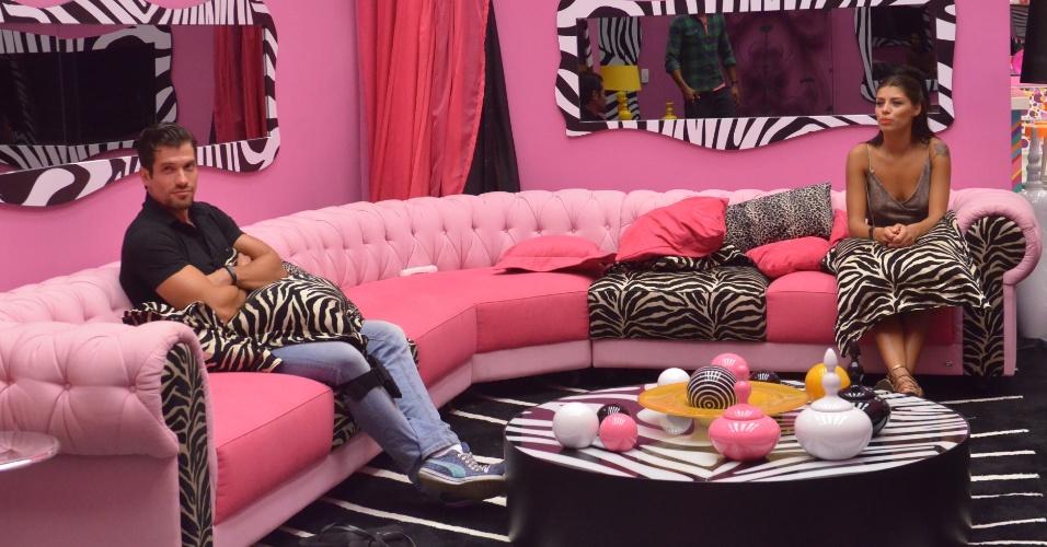jan.2014 - Roni e Franciele aguardam o contato de Pedro Bial na sala