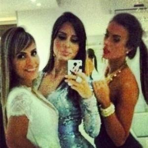 Letícia Santigo, Nicole Bahls e a cunhada de Letícia (à esq.)