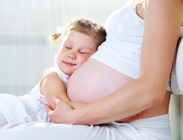 A mulher deve dar um intervalo de cerca de um ano e meio entre duas gestações - Getty Images
