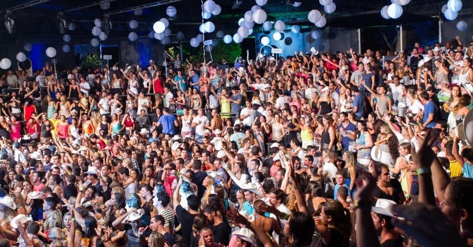 Público se diverte som de sertanejo e funk carioca