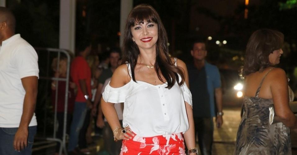 """03.fev.2014-  Simone Soares confere primeiro capítulo de """"Em Família"""" com elenco no Rio"""