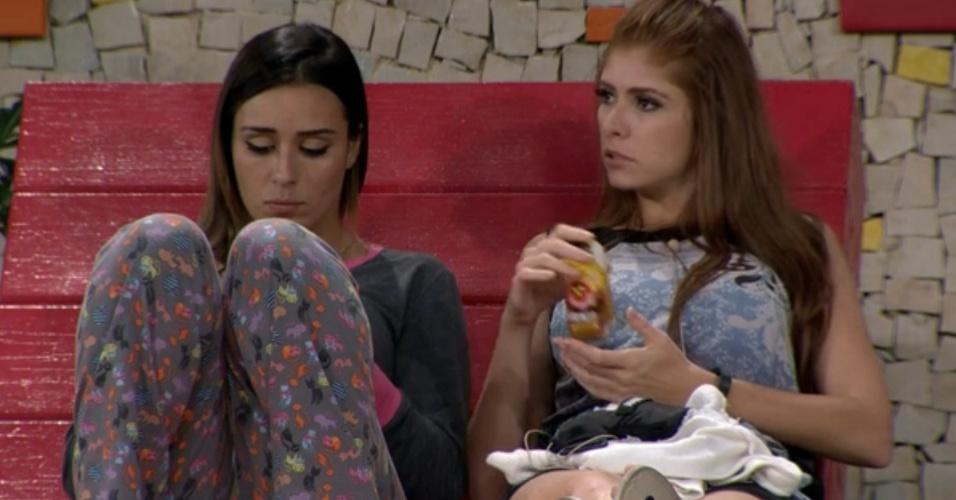 04.fev.2014 - Amanda diz a Letícia que não confia em Junior