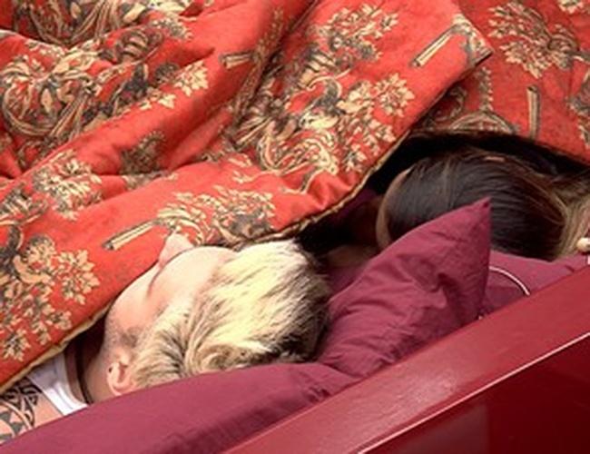 04.fev.2014 - Cássio pretende tirar Amanda e Vanessa da prova do líder