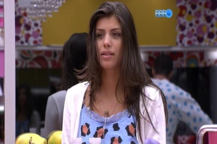 """04.fev.2014 - Franciele conta para Angela e Cássio que fez um teste para entrar no elenco da novela """"Chiquititas"""""""