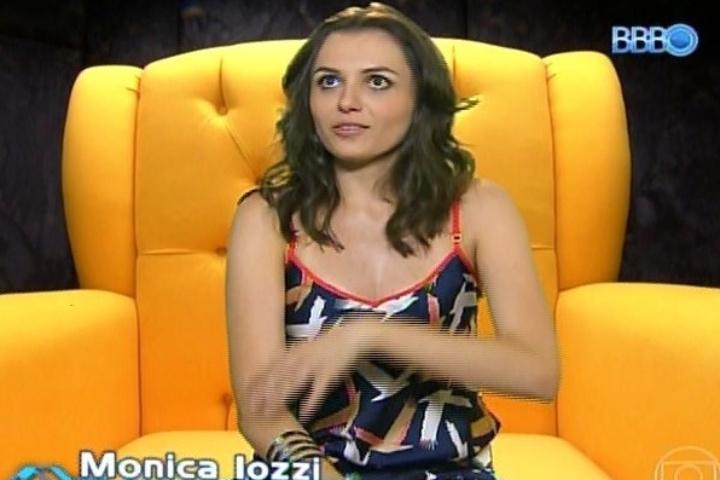 """04.fev.2014 - Mônica Iozzi faz participação no confessionário fictício de """"Big Brother Brasil"""""""