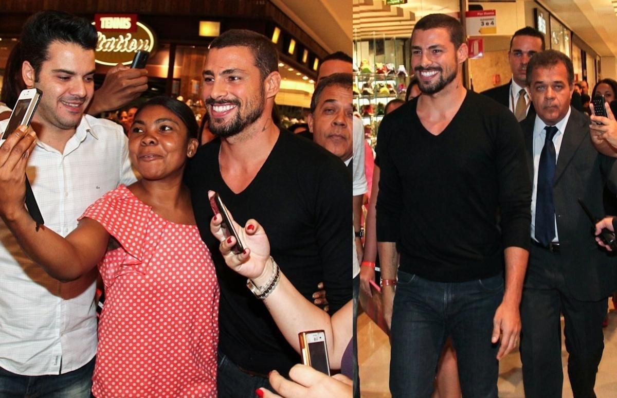 04.fev.2014- Simpático, Cauã Reymond atende fãs durante presença em evento em shopping de São Paulo